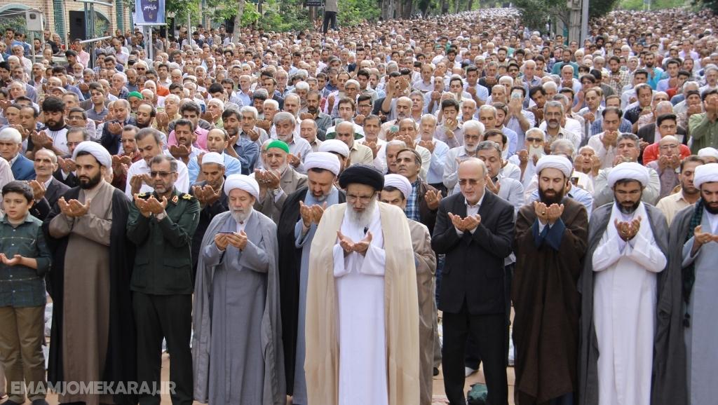 اقامه نماز عید سعید فطر به امامت آیت الله حسینی همدانی