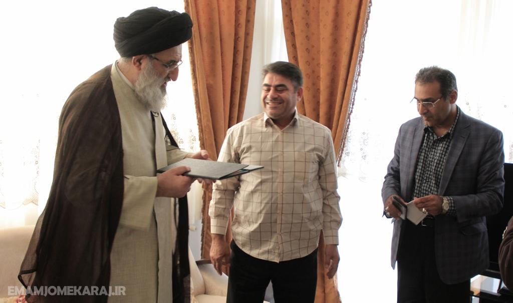 دیدار نماینده ولیفقیه در البرز و امامجمعه کرج با خانواده شهدا