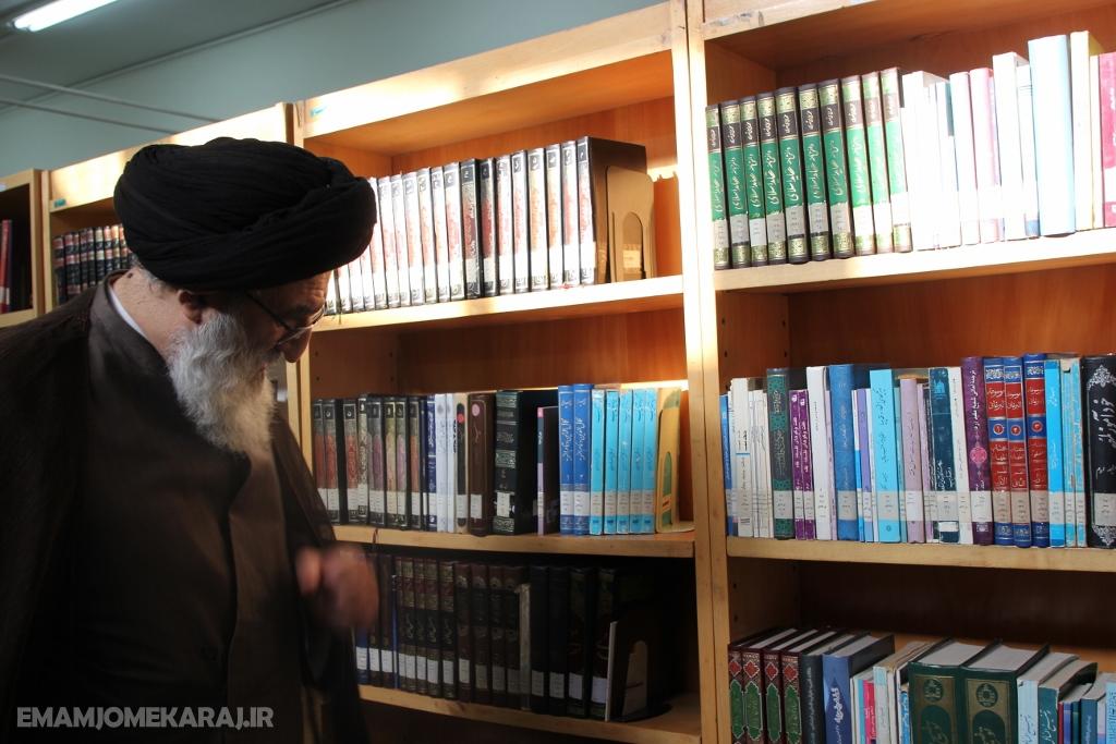 بازدید نماینده ولیفقیه در البرز از کتابخانه شهیدان نصیری کرج